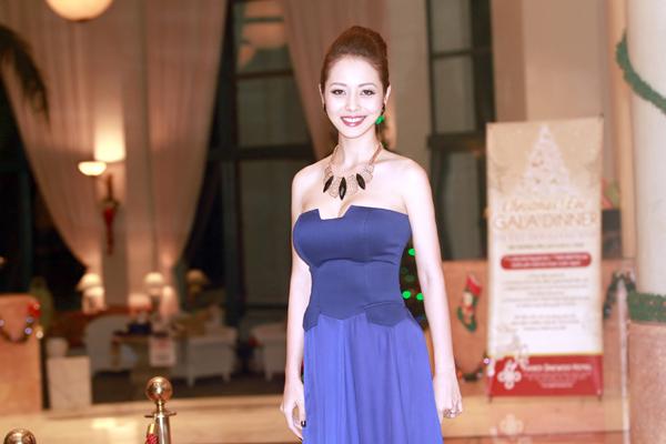 Jennifer Phạm sexy ngày trở lại 3