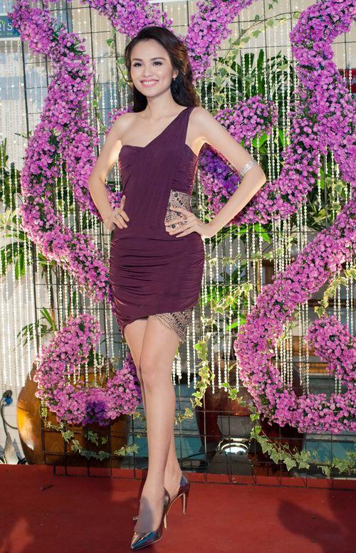 Hoa hậu Diễm Hương tổ chức sinh nhật hoành tráng toàn màu tím 3