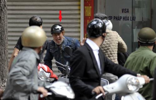 Nhà báo truy đuổi tên cướp như phim hành động 1