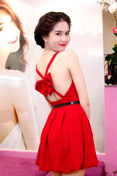 Phong cách thời trang quyến rũ của Ngọc Trinh 37
