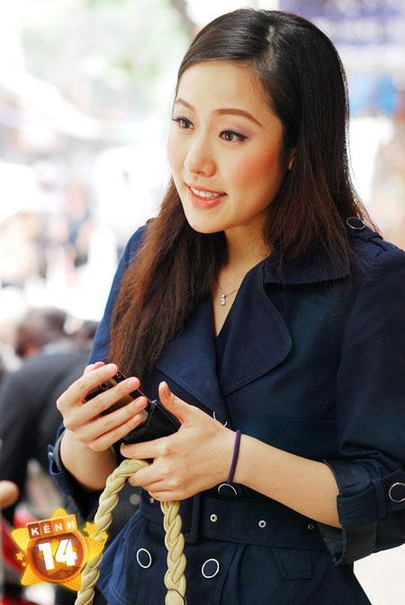 """Điện thoại của sao Việt: Khi smartphone, lúc... """"cục gạch"""" 3"""