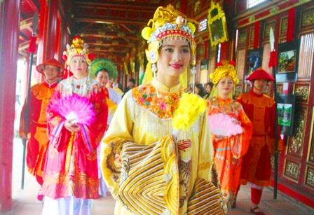 """Ngắm Hoàng hậu đẹp rạng ngời """"sống lại"""" trong cung vua Nguyễn 5"""
