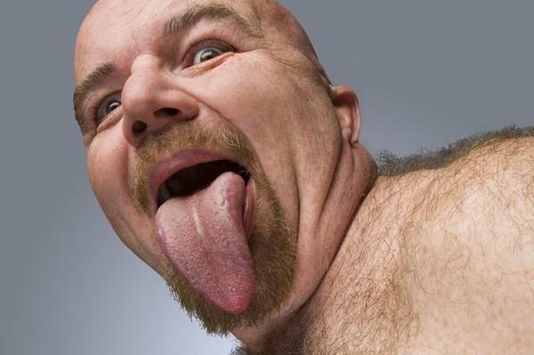 Người đàn ông có chiếc lưỡi dài và to nhất thế giới 1