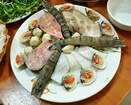 Lẩu mắm hải sản thơm nức mũi phố Phan Chu Trinh 2