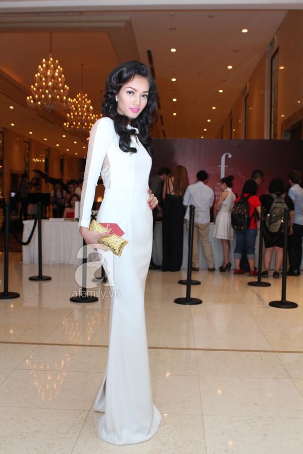 Mỹ nhân Việt lộng lẫy váy trắng trên thảm đỏ 7