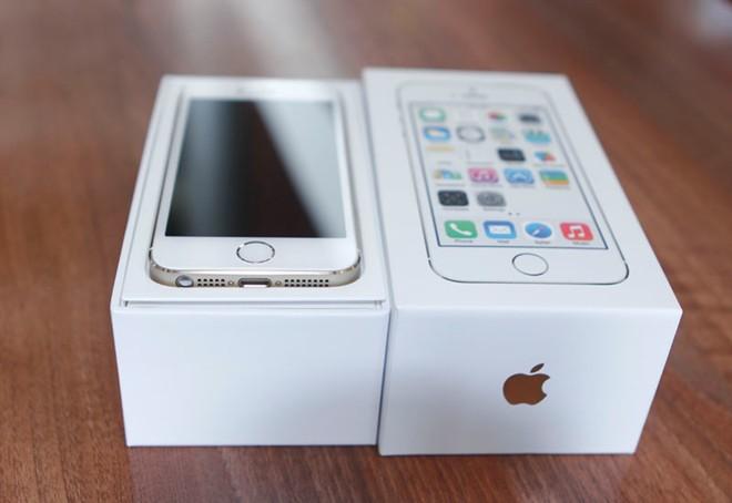 Mở hộp iPhone 5S vừa về Việt Nam 3