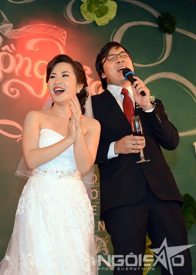 GS Xoay song ca cùng vợ trong đám cưới 1