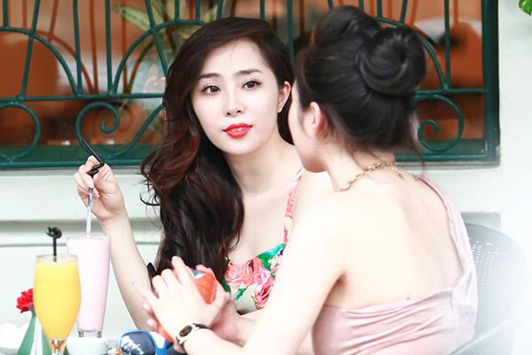 Quỳnh Nga khoe dáng chuẩn bên ô tô 4 tỷ mới mua 3