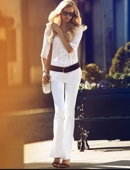 Phối đồ nổi bật cùng 4 kiểu quần trắng phổ biến cho nàng công sở 12