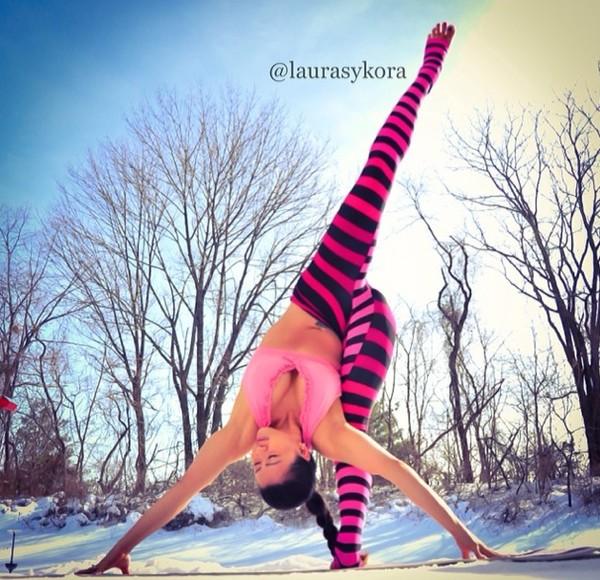 """Chùm ảnh đầy cảm hứng của """"bà mẹ Yoga"""" dáng siêu đẹp 25"""