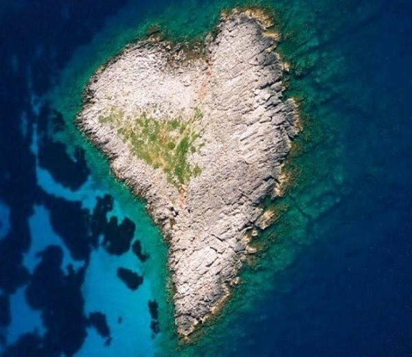 Những hòn đảo hình trái tim tuyệt đẹp trên thế giới 1