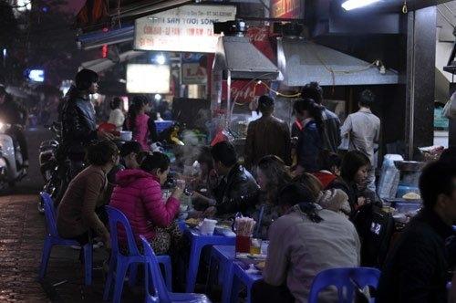 Những ngõ, phố hàng ăn kiếm đậm nhất Hà Nội 12