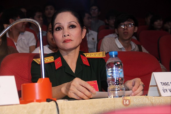 Hồ Quỳnh Hương bất ngờ thi tốt nghiệp 7