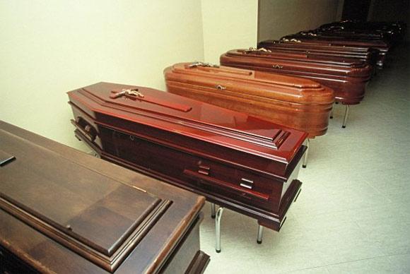 Con gái ngủ bên xác mẹ suốt 8 tháng 1