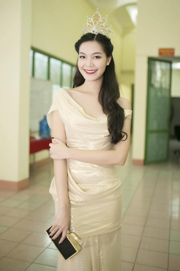 """Những sao Việt """"nghiện"""" phong cách trang điểm đậm 34"""