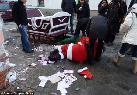 Ông già Noel say rượu gây tai nạn trên đường 1