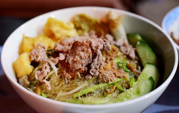 Miến trộn cua đông khách phố Phùng Hưng 1