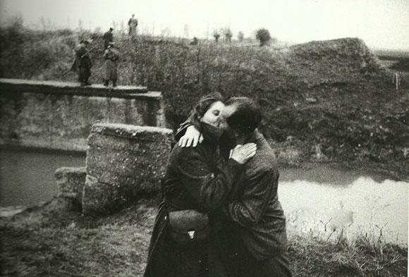 Ngắm chùm ảnh lãng mạn về tình yêu trong thế chiến thứ 2 1