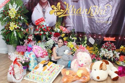 Khánh Thi vui đến khóc trong sinh nhật  5