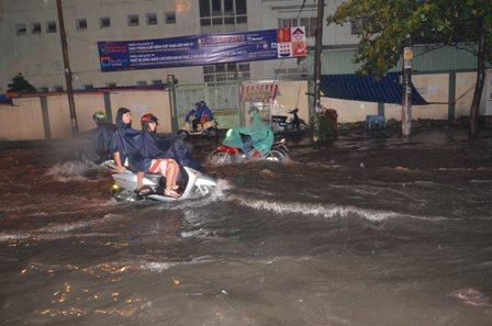 TPHCM bị ngập khủng khiếp sau trận mưa và triều cường 1