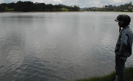 Thi thể người đàn ông nổi trên hồ Xuân Hương 1