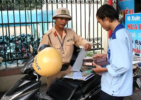 Hà Nội lắp ATM tại trụ sở cảnh sát để tiện nộp phạt 1