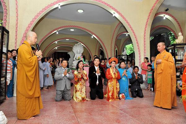 Sao Việt làm đám cưới nơi cửa Phật 8