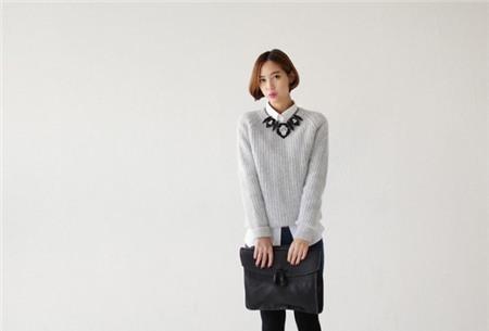 3 cách tận dụng áo len mỏng cho ngày lạnh cuối thu 2