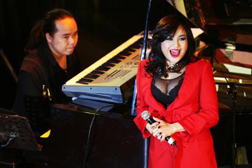 Diva Việt quyến rũ khi diện váy gam đỏ 14