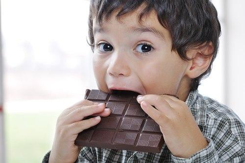 Xử lý thói xấu khi ăn của trẻ 1