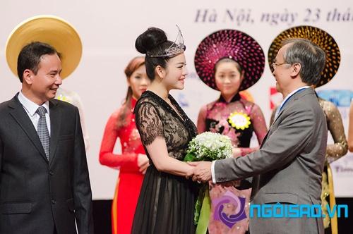 Lý Nhã Kỳ đội vương miện kim cương nhận vai trò đại sứ mới 12