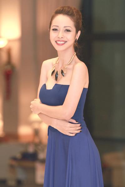 Jennifer Phạm sexy ngày trở lại 2