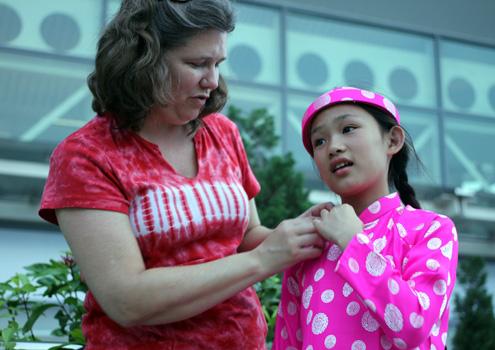 Xúc động cô bé 10 tuổi về Việt Nam tìm mẹ 3