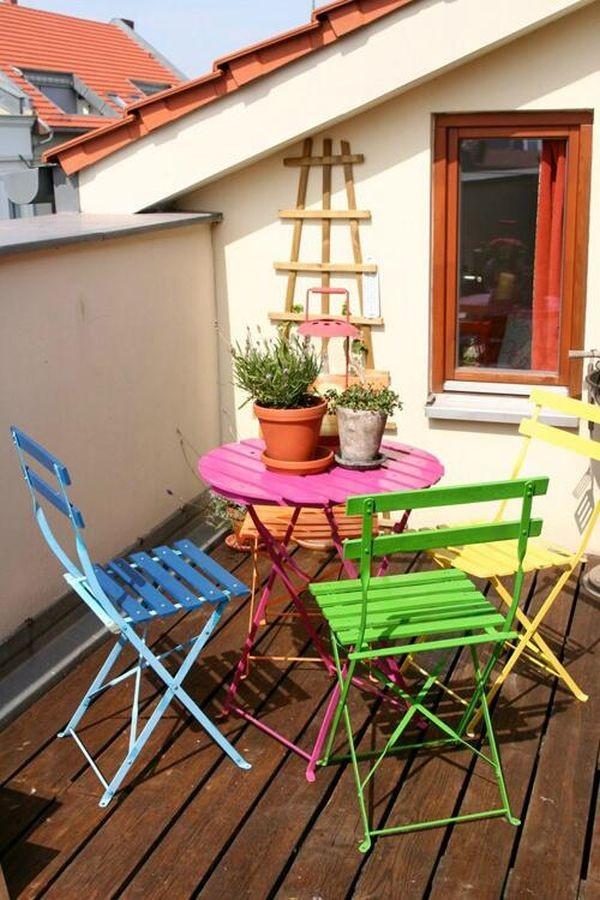Nhà nổi bật nhờ những chiếc ghế màu sắc... cọc cạch 8