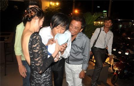 Hoài Linh nhận con gái Hồng Tơ làm con nuôi 12