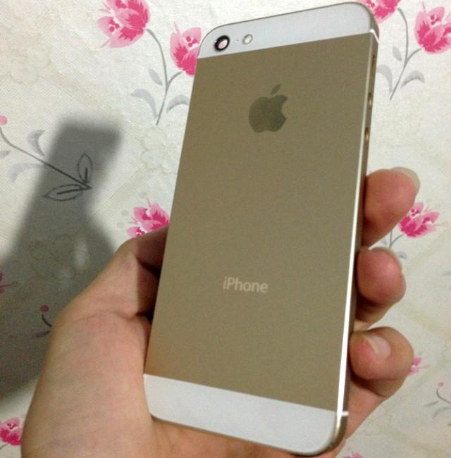 Thay vỏ vàng cho iPhone 5 giá dưới 2 triệu 'hút' khách 1