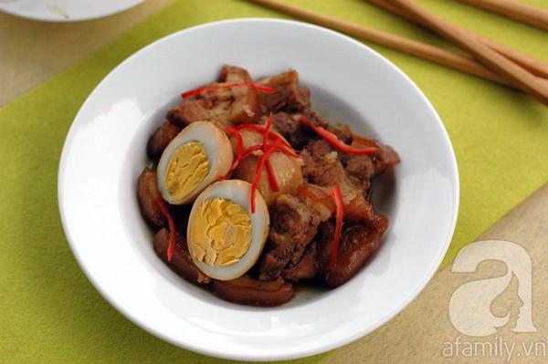 Thịt heo quay kho trứng cho cơm tối đậm đà 1