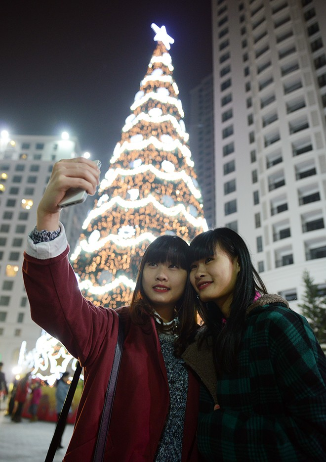 Cây thông Noel cao nhất Việt Nam ở Hà Nội 9