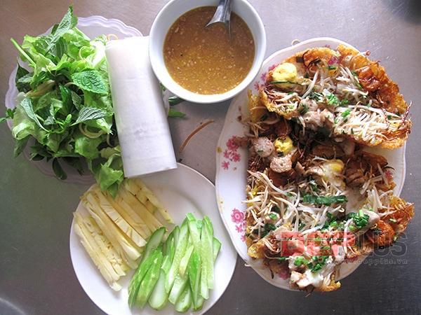 Ăn đồ Huế bình dân phố Nguyễn Phong Sắc 9
