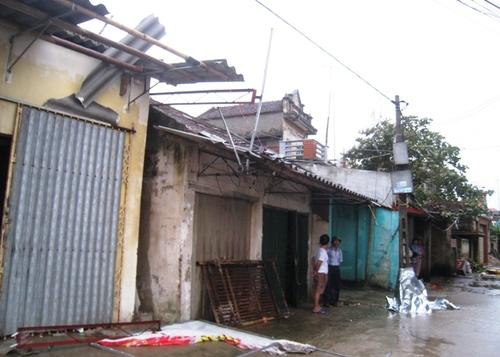 Cận cảnh sự tàn phá sau bão số 6 8