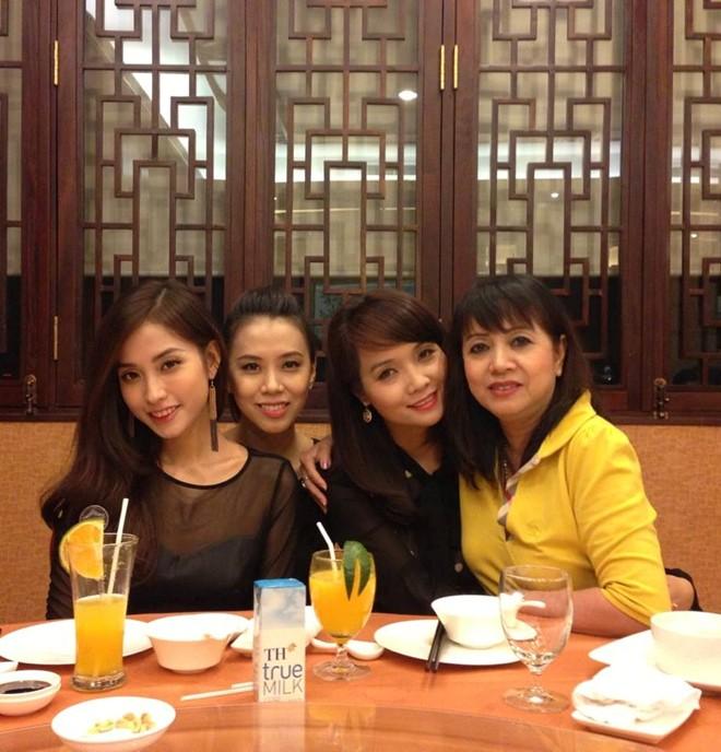 Trấn Thành đãi tiệc sinh nhật cùng lúc cho mẹ và bạn gái 4