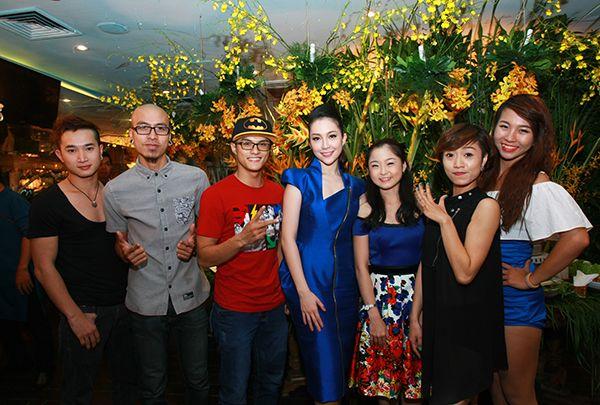 Vợ chồng Tăng Thanh Hà tình cảm đi tiệc 18