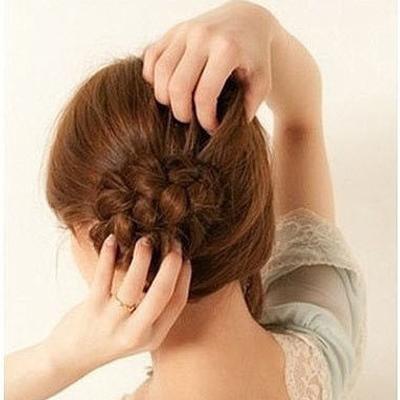 Cách đơn giản thực hiện 2 kiểu tóc đẹp ngày hè cho nàng công sở 5