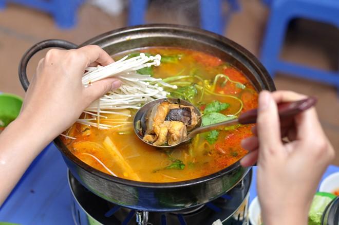 Lẩu cá đuối không xương ngon rẻ phố Đại Cồ Việt 9