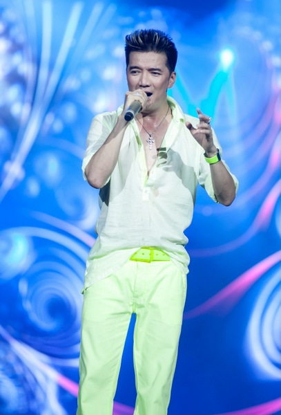Mr.Đàm mặc... quần đùi lên sân khấu 4