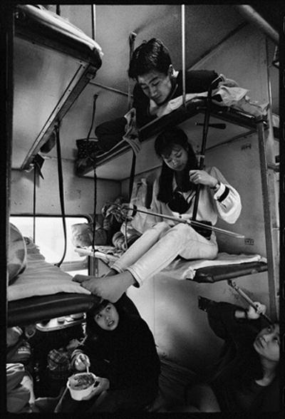 Cuộc sống muôn màu trên những chuyến tàu xưa 7