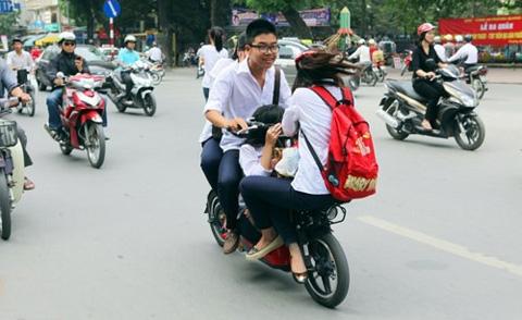Những pha 'làm xiếc' khó tin của xe đạp điện 1