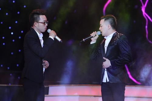Cao Thái Sơn khiến khán giả 'nổi da gà' khi chụm đầu ôm eo 'bạn trai' trên sân khấu 1