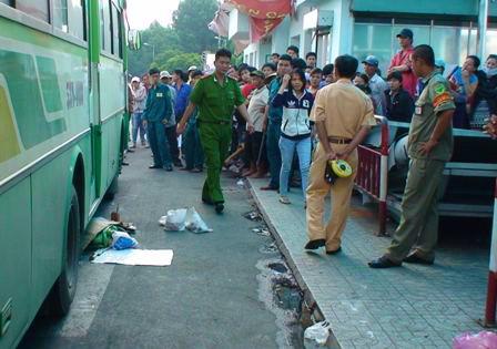 Xe buýt cán chết một giáo viên người Nhật Bản 2