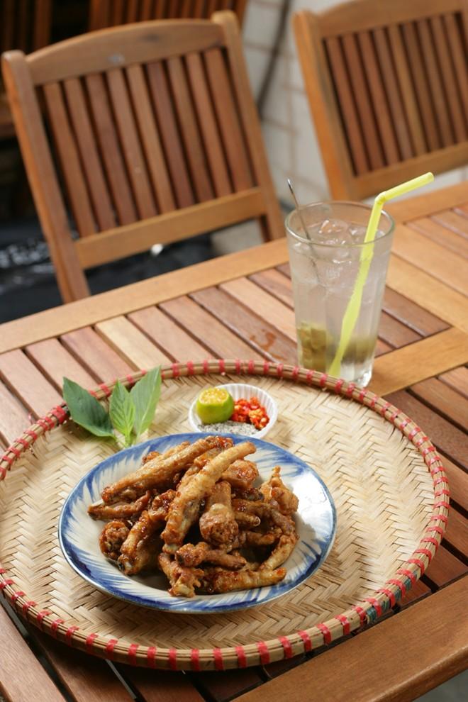Khám phá món chân gà muối chiên mới lạ tại Sài Gòn 2
